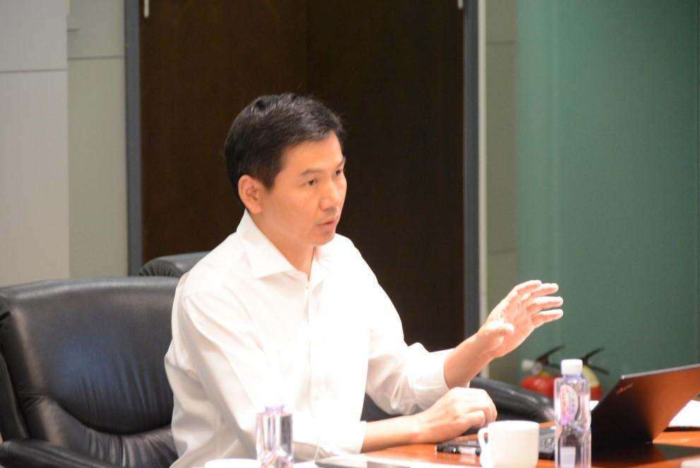 北京市脐血库技术中心副总监魏晓飞向专家组汇报工作