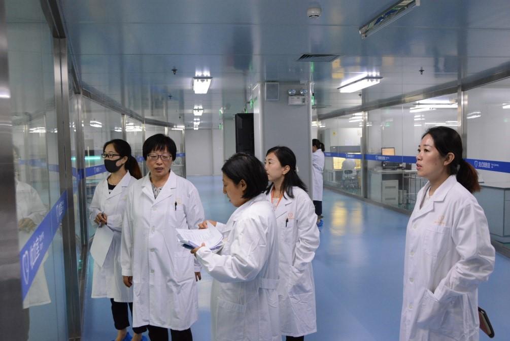 专家组在北京市脐血库实验室现场核查3